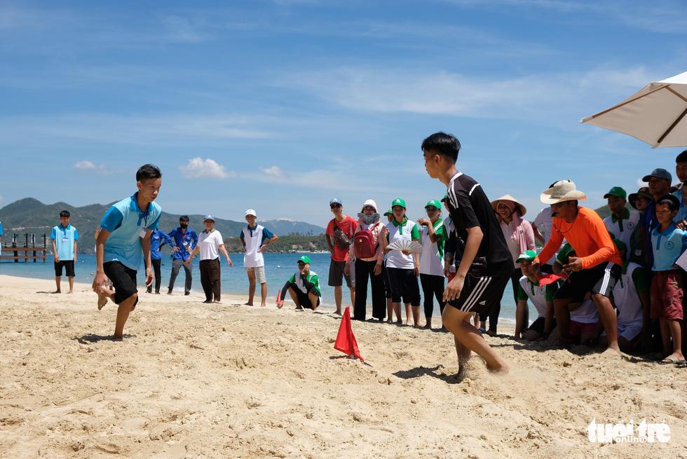 Đấu cờ vua, thi vẽ, chạy tiếp sức trên đảo Hòn Tằm - Ảnh 7.