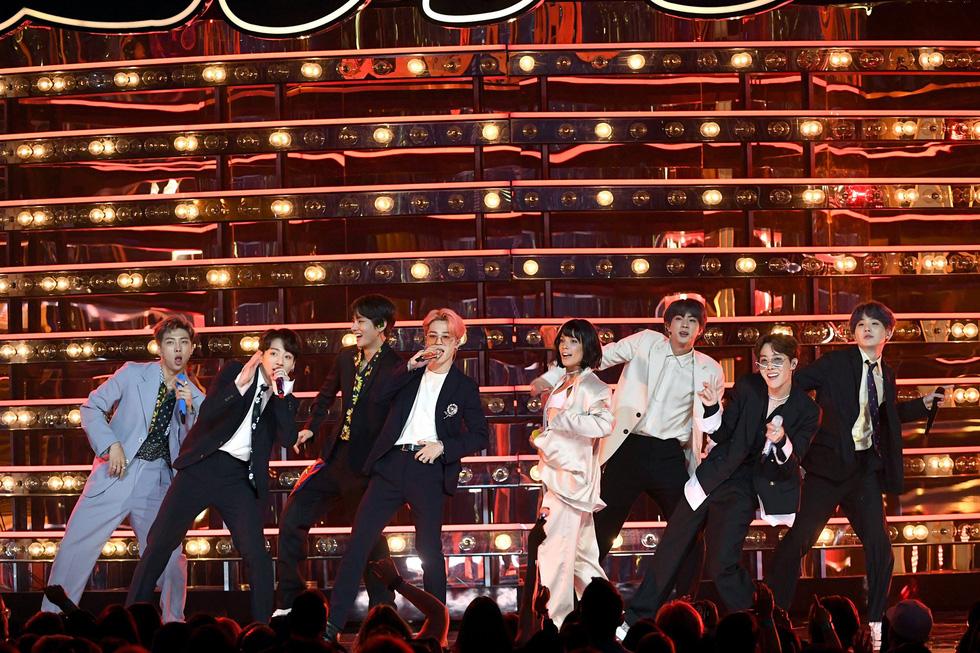 BTS thông báo tạm dừng biểu diễn, fan phản hồi tích cực - Ảnh 7.