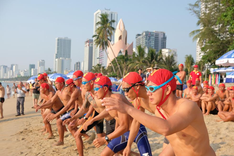 Cứu hộ viên xuất sắc của các bãi biển lớn tụ về Nha Trang tranh tài - Ảnh 3.