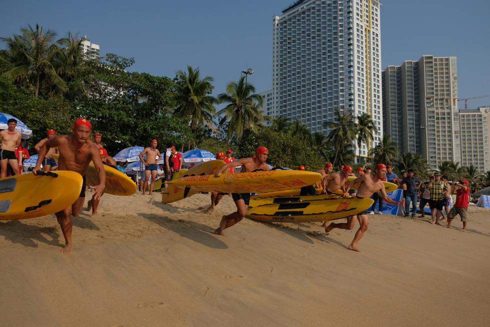 Cứu hộ viên xuất sắc của các bãi biển lớn tụ về Nha Trang tranh tài - Ảnh 4.