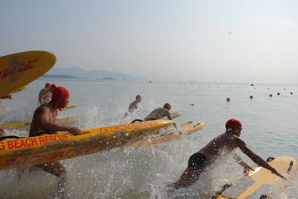 Cứu hộ viên xuất sắc của các bãi biển lớn tụ về Nha Trang tranh tài - Ảnh 5.