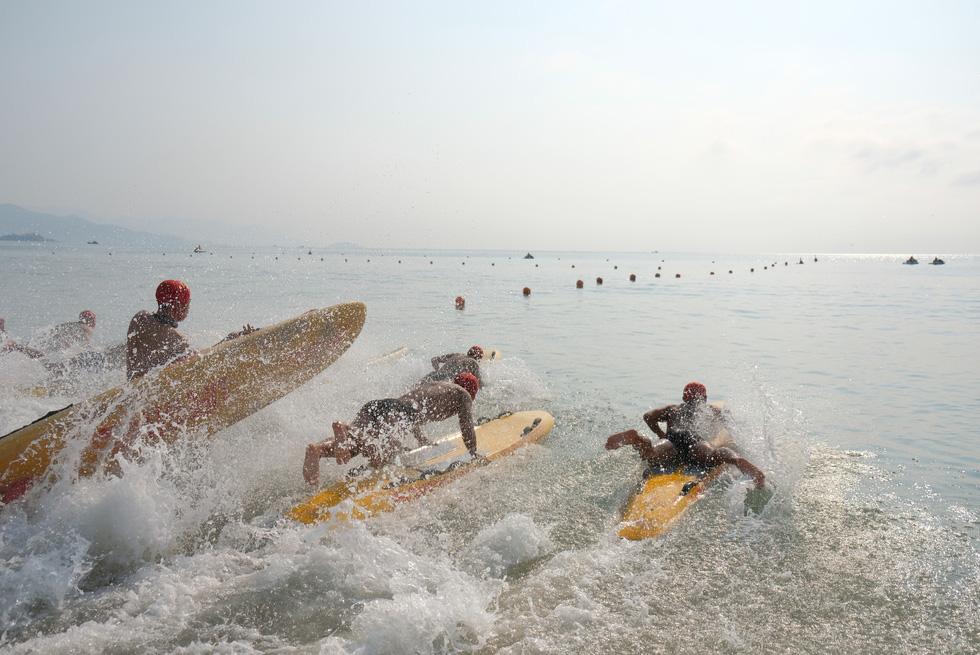 Cứu hộ viên xuất sắc của các bãi biển lớn tụ về Nha Trang tranh tài - Ảnh 6.