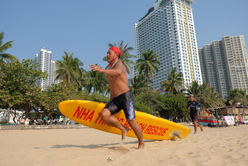 Cứu hộ viên xuất sắc của các bãi biển lớn tụ về Nha Trang tranh tài - Ảnh 7.
