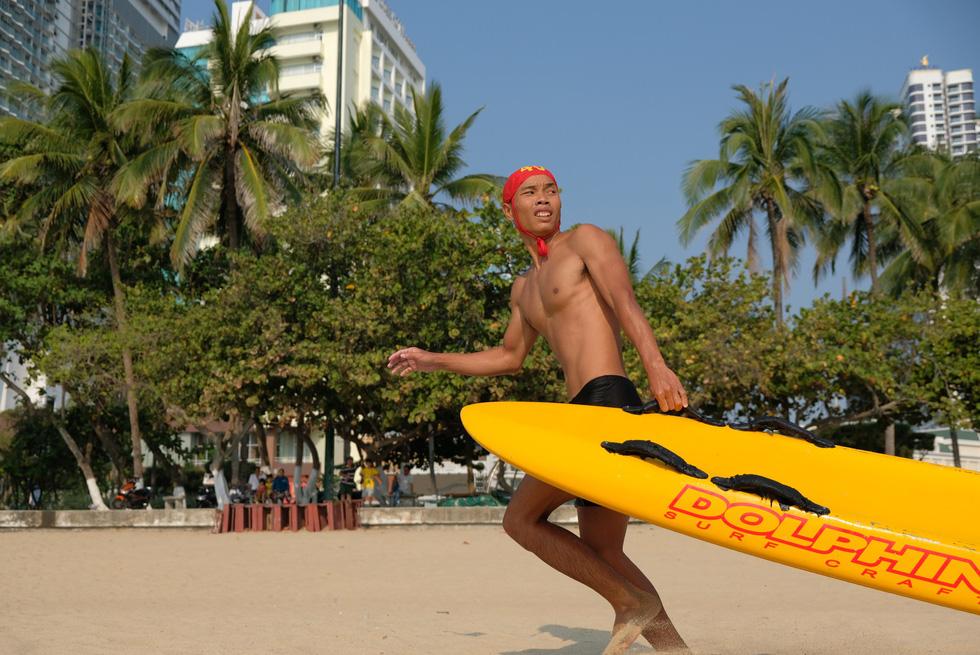 Cứu hộ viên xuất sắc của các bãi biển lớn tụ về Nha Trang tranh tài - Ảnh 2.