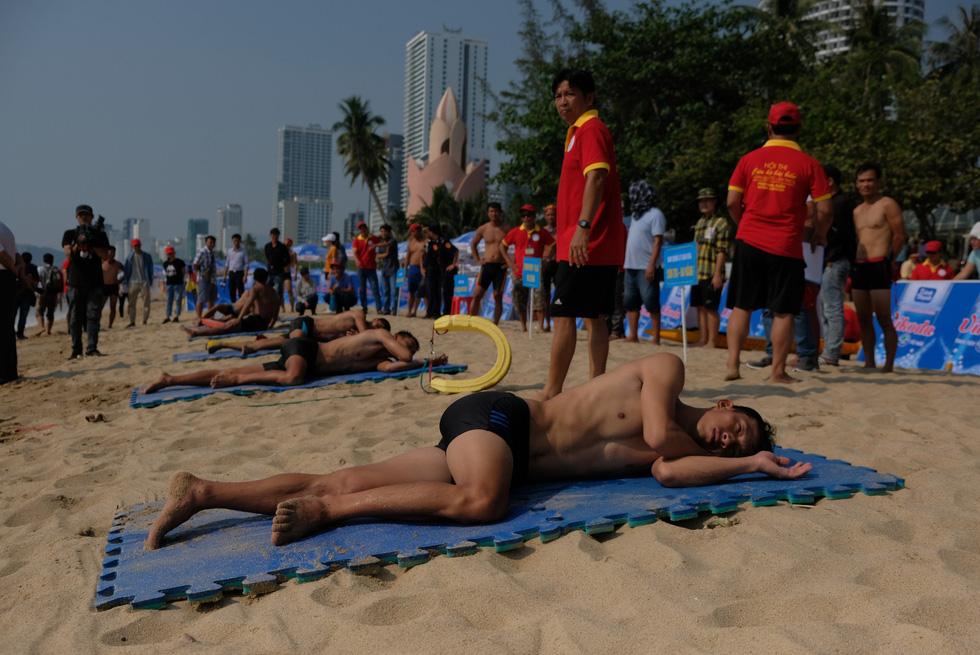 Cứu hộ viên xuất sắc của các bãi biển lớn tụ về Nha Trang tranh tài - Ảnh 12.