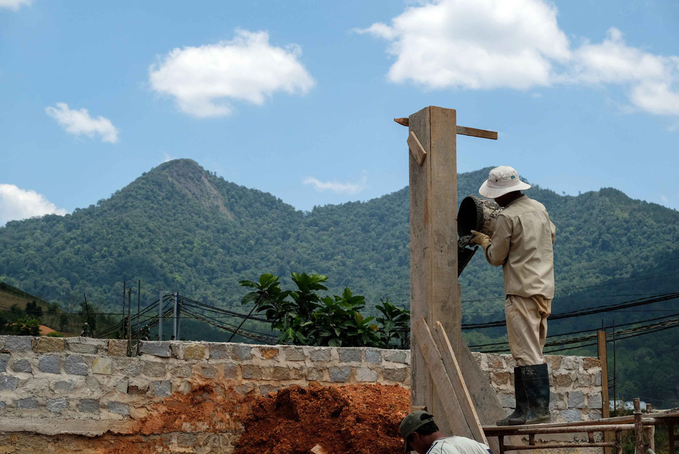 Gọt trọc núi thiêng Langbiang - Ảnh 2.