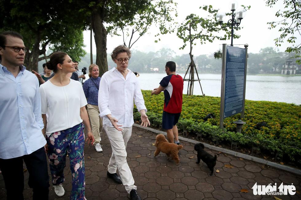 Công chúa kế vị Thụy Điển sảng khoái tập thể dục với người dân Hà Nội - Ảnh 5.