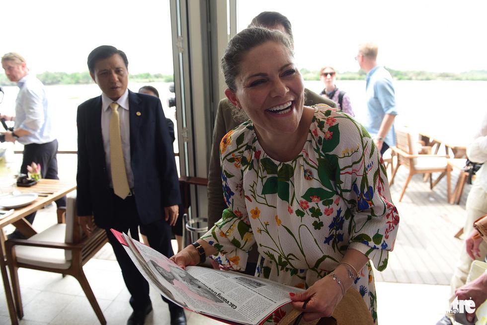 Công chúa kế vị Thụy Điển du ngoạn trên sông Sài Gòn - Ảnh 2.
