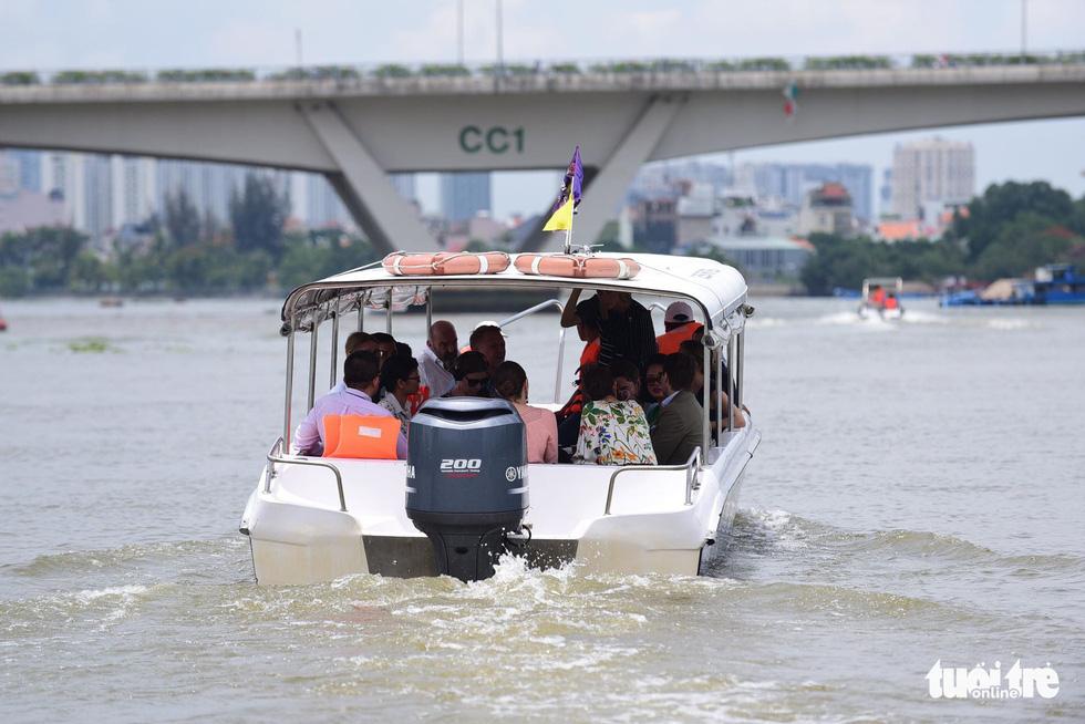 Công chúa kế vị Thụy Điển du ngoạn trên sông Sài Gòn - Ảnh 7.