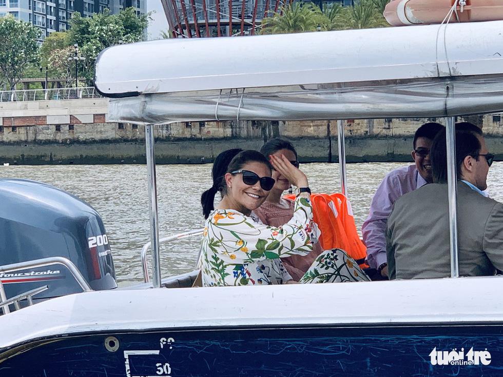 Công chúa kế vị Thụy Điển du ngoạn trên sông Sài Gòn - Ảnh 1.