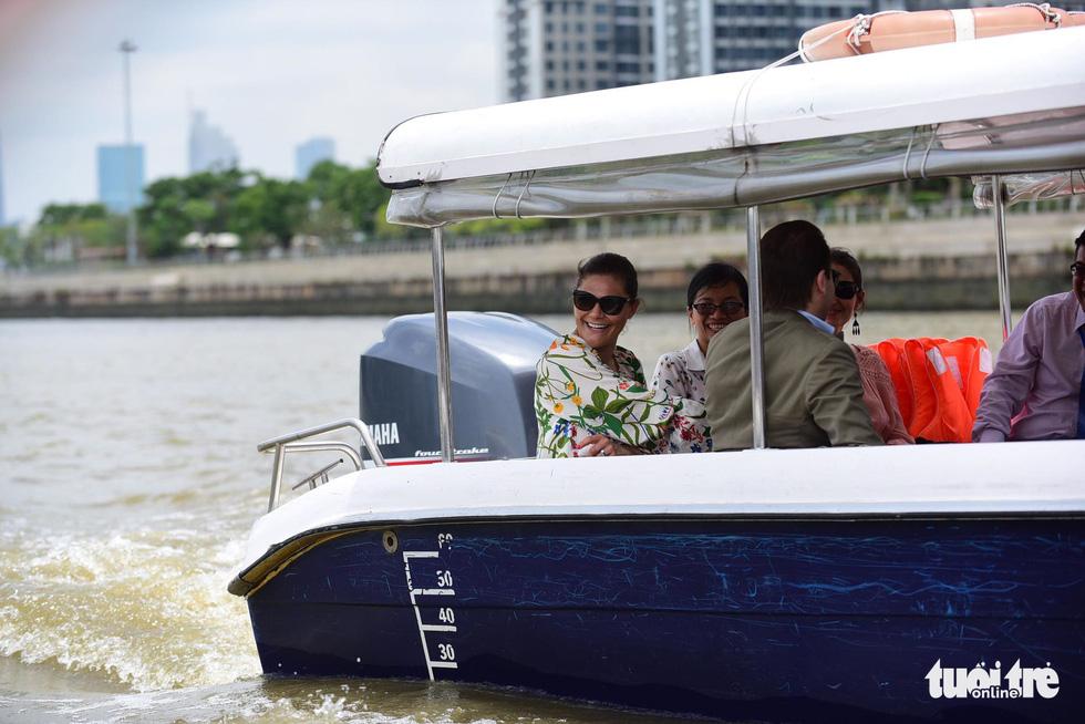 Công chúa kế vị Thụy Điển du ngoạn trên sông Sài Gòn - Ảnh 8.