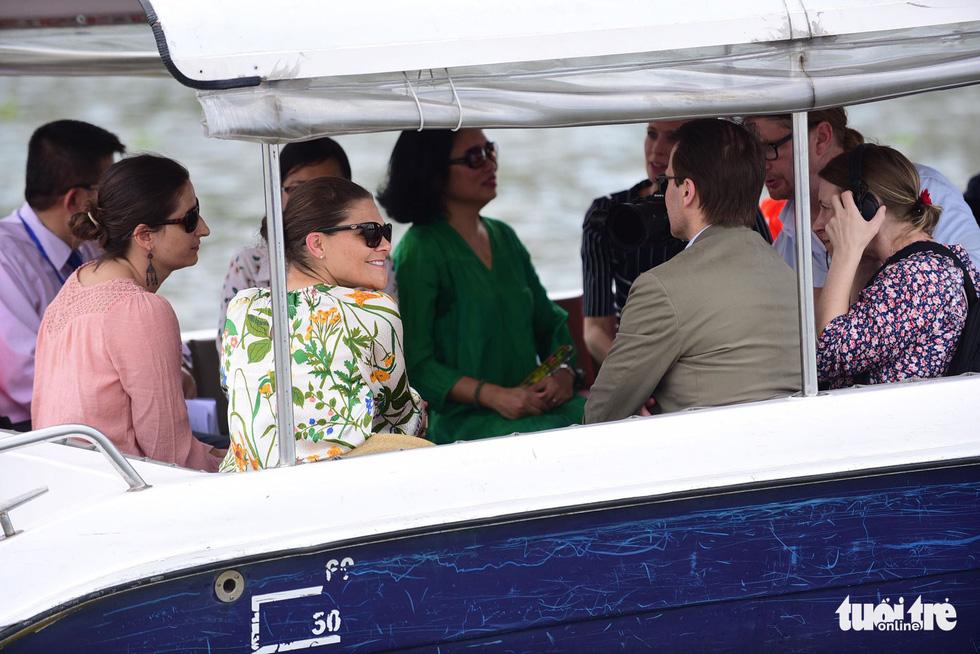 Công chúa kế vị Thụy Điển du ngoạn trên sông Sài Gòn - Ảnh 9.