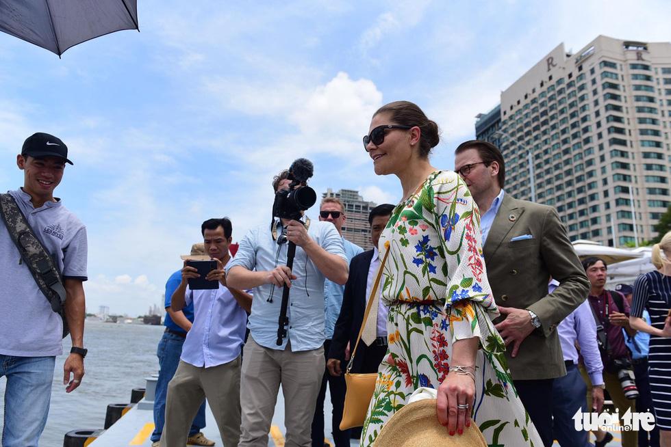 Công chúa kế vị Thụy Điển du ngoạn trên sông Sài Gòn - Ảnh 4.
