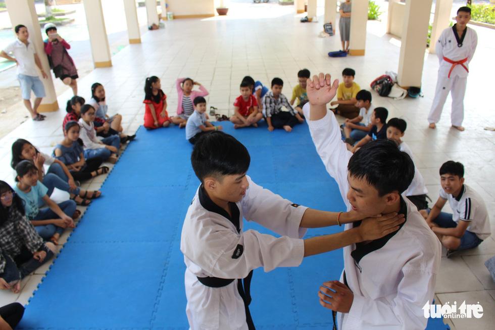 Trẻ em Đà Nẵng học kỹ năng sống, chống xâm hại dịp nghỉ hè - Ảnh 3.