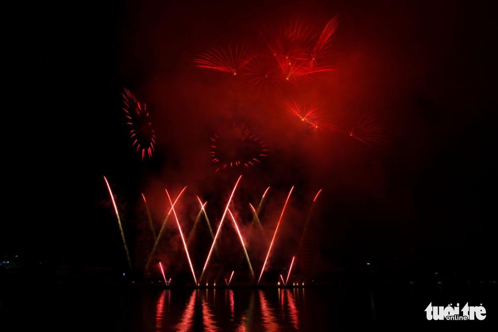 Việt - Nga chạm trán đêm khai mạc Lễ hội pháo hóa quốc tế Đà Nẵng 2019 - Ảnh 10.