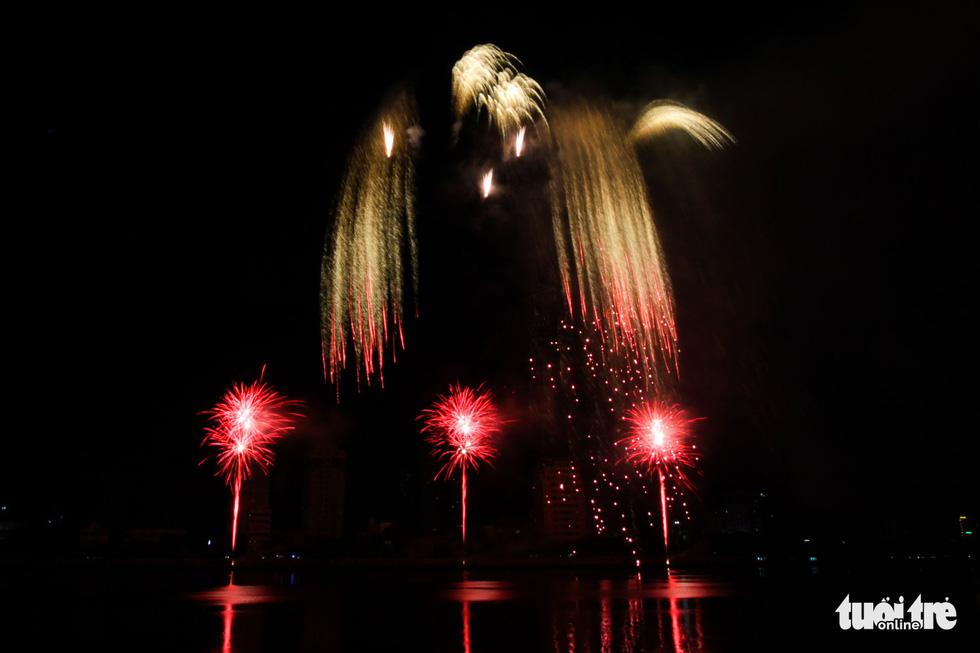 Việt - Nga chạm trán đêm khai mạc Lễ hội pháo hóa quốc tế Đà Nẵng 2019 - Ảnh 11.