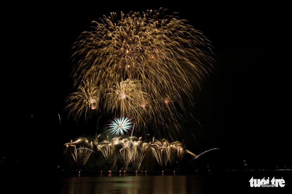 Việt - Nga chạm trán đêm khai mạc Lễ hội pháo hóa quốc tế Đà Nẵng 2019 - Ảnh 12.