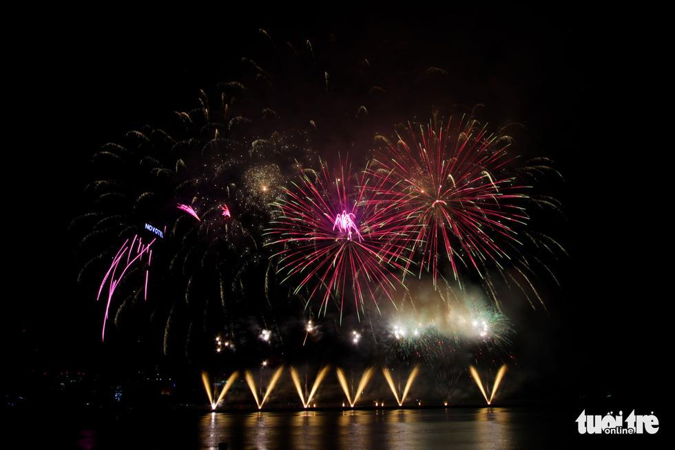Việt - Nga chạm trán đêm khai mạc Lễ hội pháo hóa quốc tế Đà Nẵng 2019 - Ảnh 3.