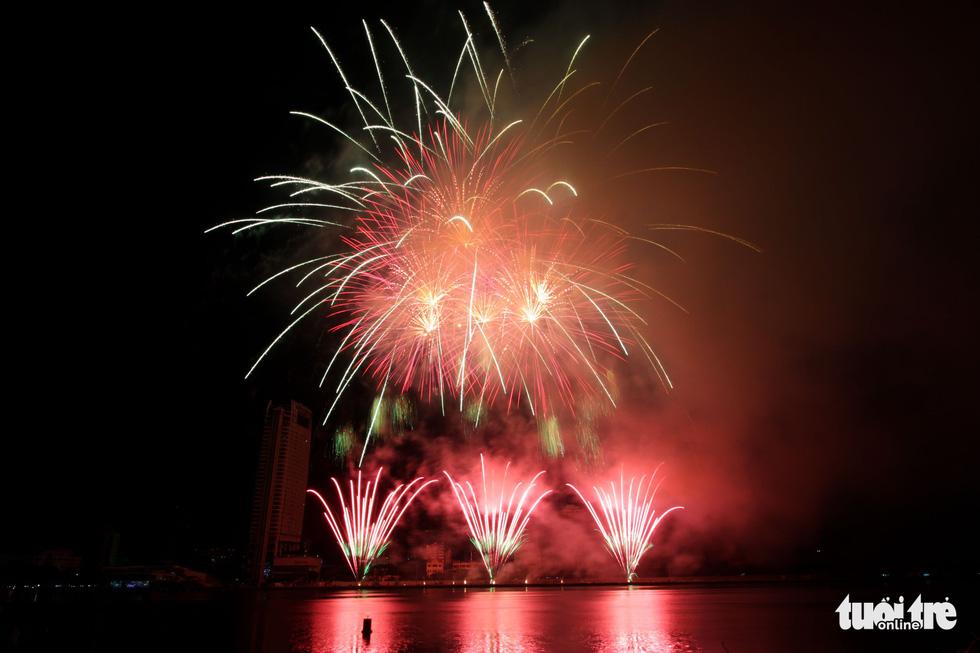 Việt - Nga chạm trán đêm khai mạc Lễ hội pháo hóa quốc tế Đà Nẵng 2019 - Ảnh 5.