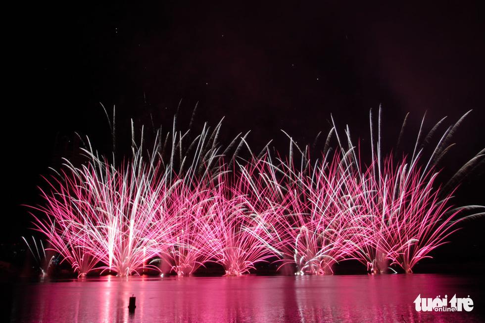 Việt - Nga chạm trán đêm khai mạc Lễ hội pháo hóa quốc tế Đà Nẵng 2019 - Ảnh 6.
