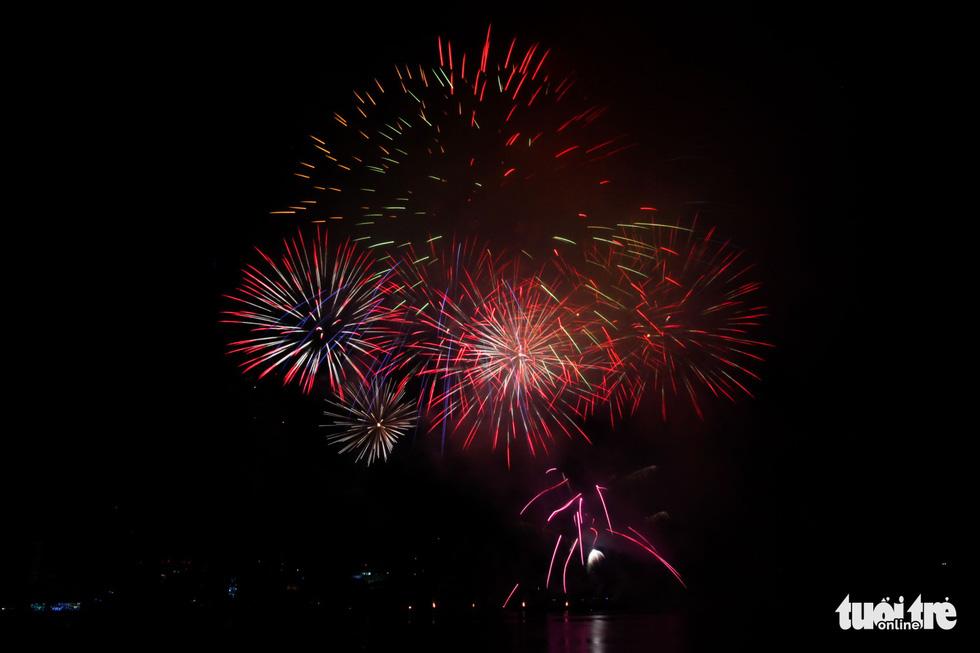 Việt - Nga chạm trán đêm khai mạc Lễ hội pháo hóa quốc tế Đà Nẵng 2019 - Ảnh 7.