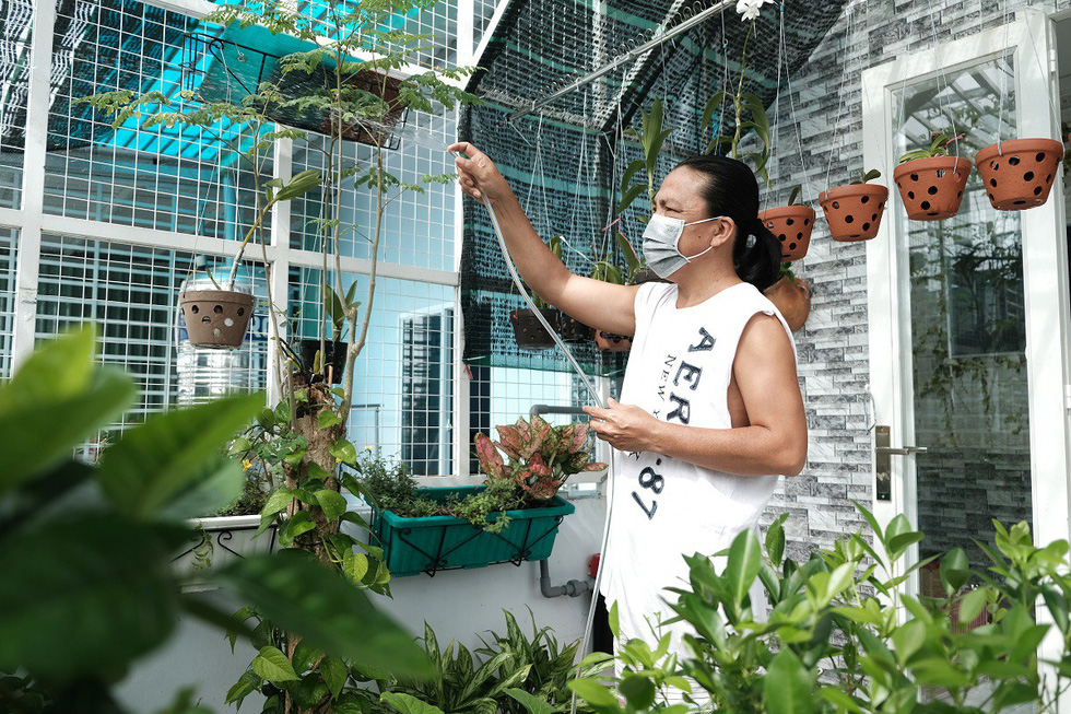 Dân Nam Sài Gòn ở nhà cũng phải đeo khẩu trang, đóng cửa vì mùi hôi từ bãi rác - Ảnh 4.