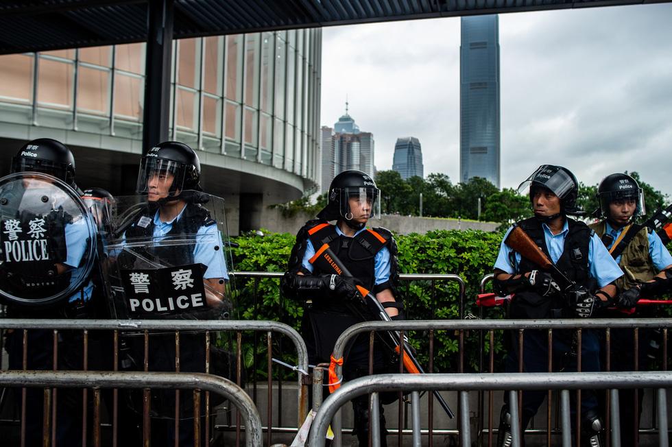 Cảnh sát Hong Kong vất vả kiểm soát biểu tình ra sao? - Ảnh 10.