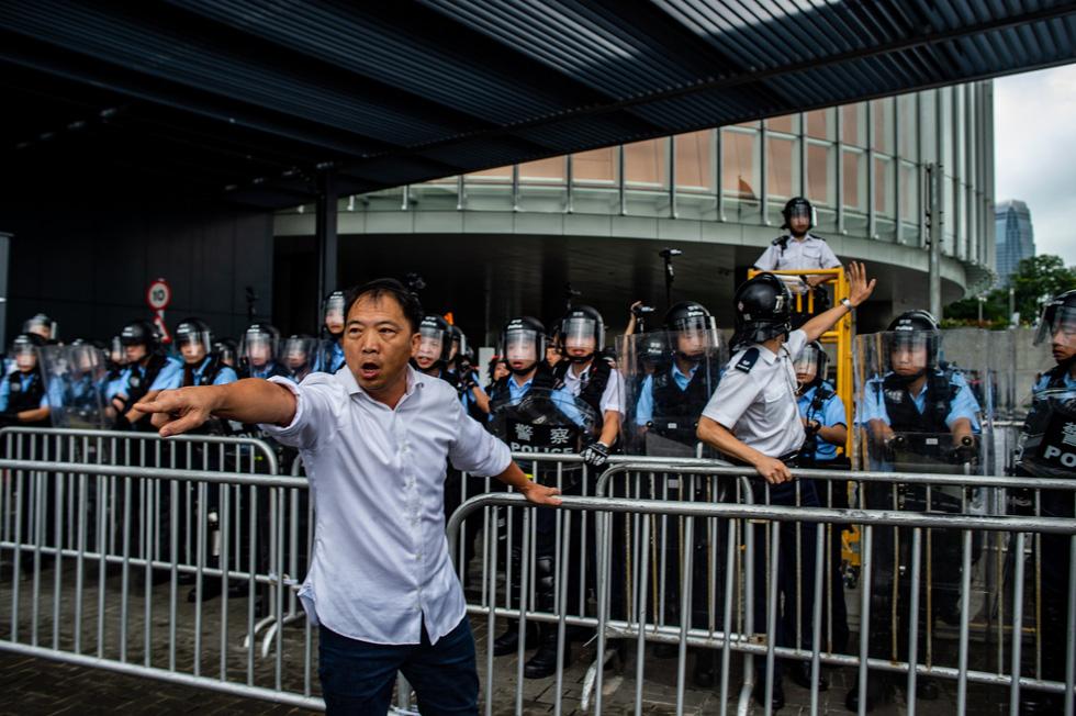 Cảnh sát Hong Kong vất vả kiểm soát biểu tình ra sao? - Ảnh 5.