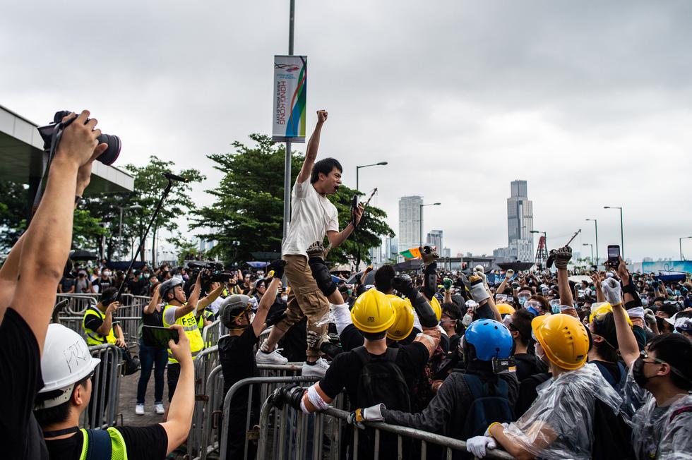 Cảnh sát Hong Kong vất vả kiểm soát biểu tình ra sao? - Ảnh 1.