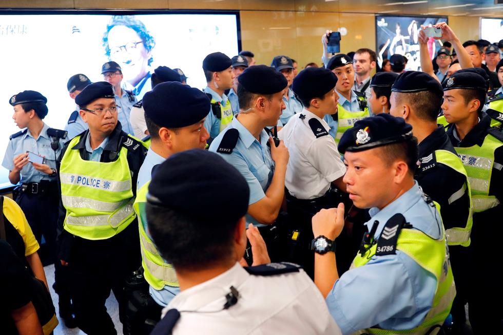 Cảnh sát Hong Kong vất vả kiểm soát biểu tình ra sao? - Ảnh 4.
