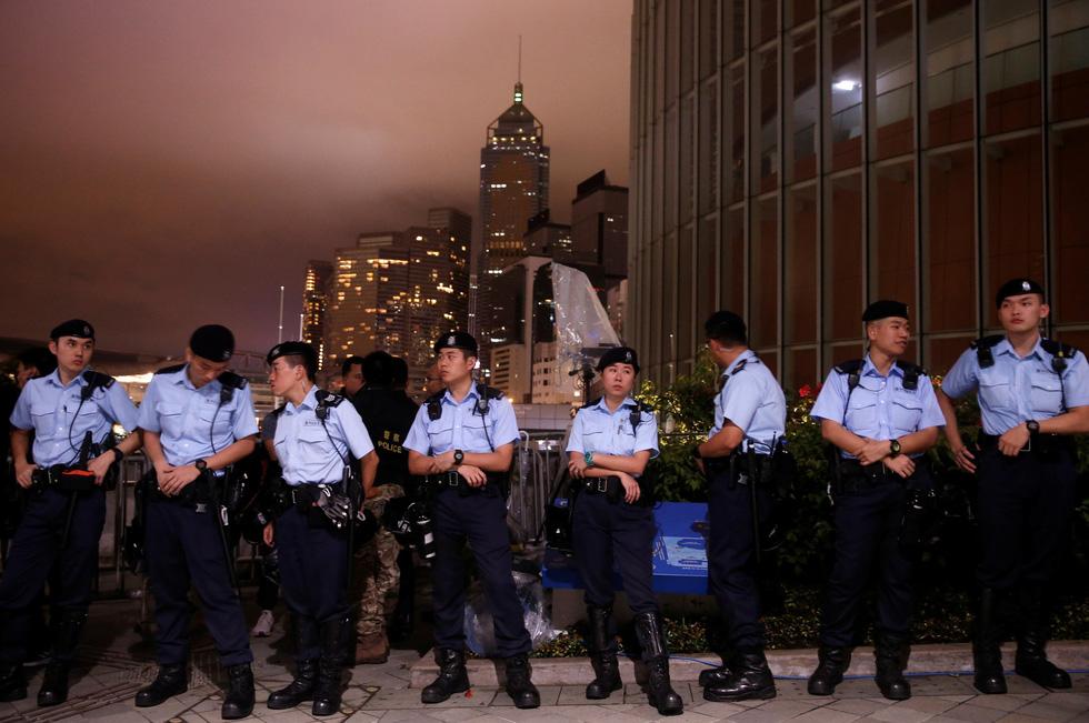 Cảnh sát Hong Kong vất vả kiểm soát biểu tình ra sao? - Ảnh 3.