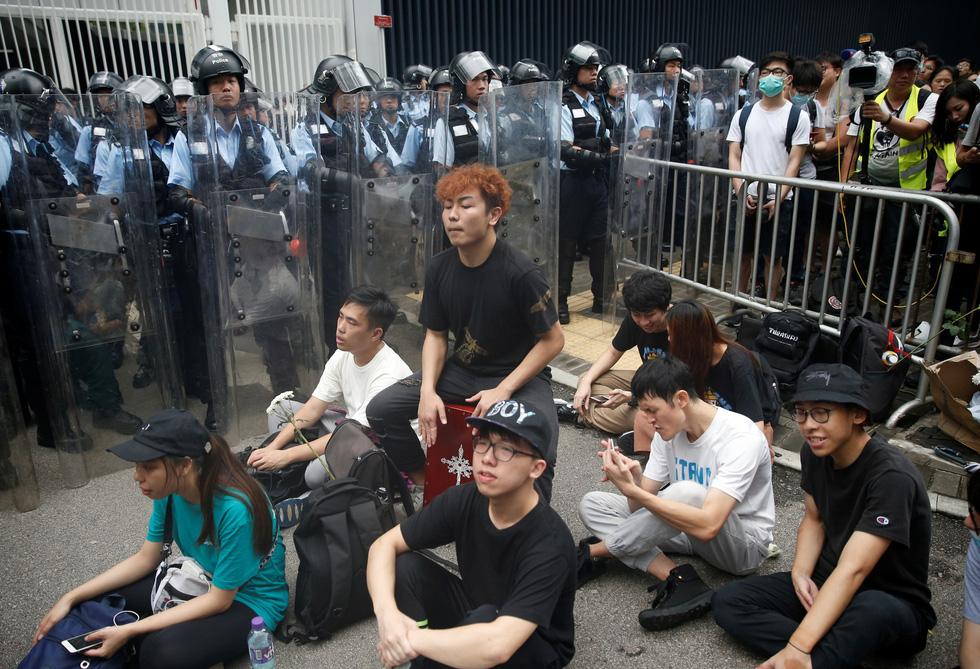 Cảnh sát Hong Kong vất vả kiểm soát biểu tình ra sao? - Ảnh 9.