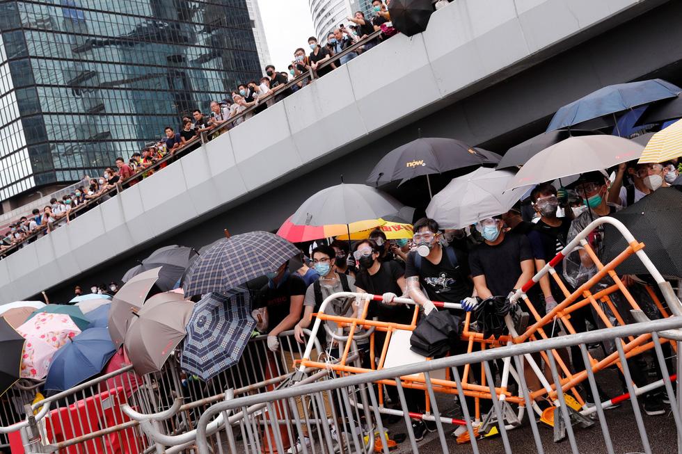 Cảnh sát Hong Kong vất vả kiểm soát biểu tình ra sao? - Ảnh 8.
