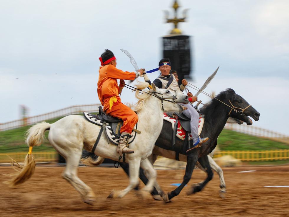 Thưởng thức tuyệt kỹ trên lưng ngựa của anh hào nữ kiệt Nội Mông - Ảnh 5.