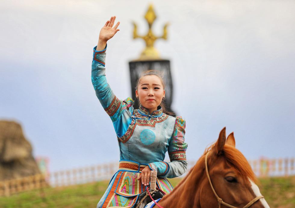 Thưởng thức tuyệt kỹ trên lưng ngựa của anh hào nữ kiệt Nội Mông - Ảnh 8.