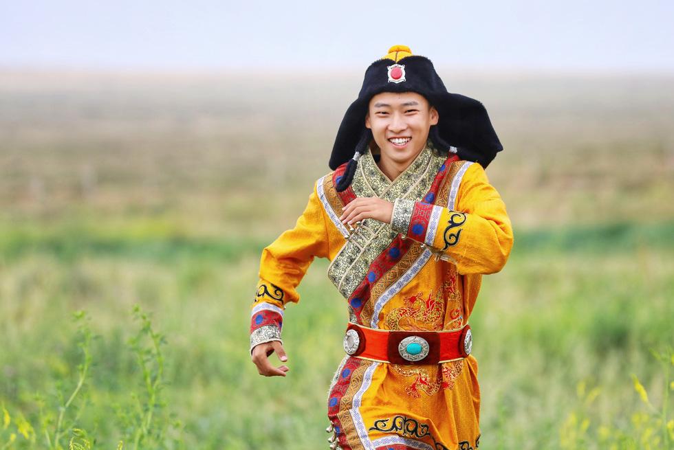 Thưởng thức tuyệt kỹ trên lưng ngựa của anh hào nữ kiệt Nội Mông - Ảnh 10.