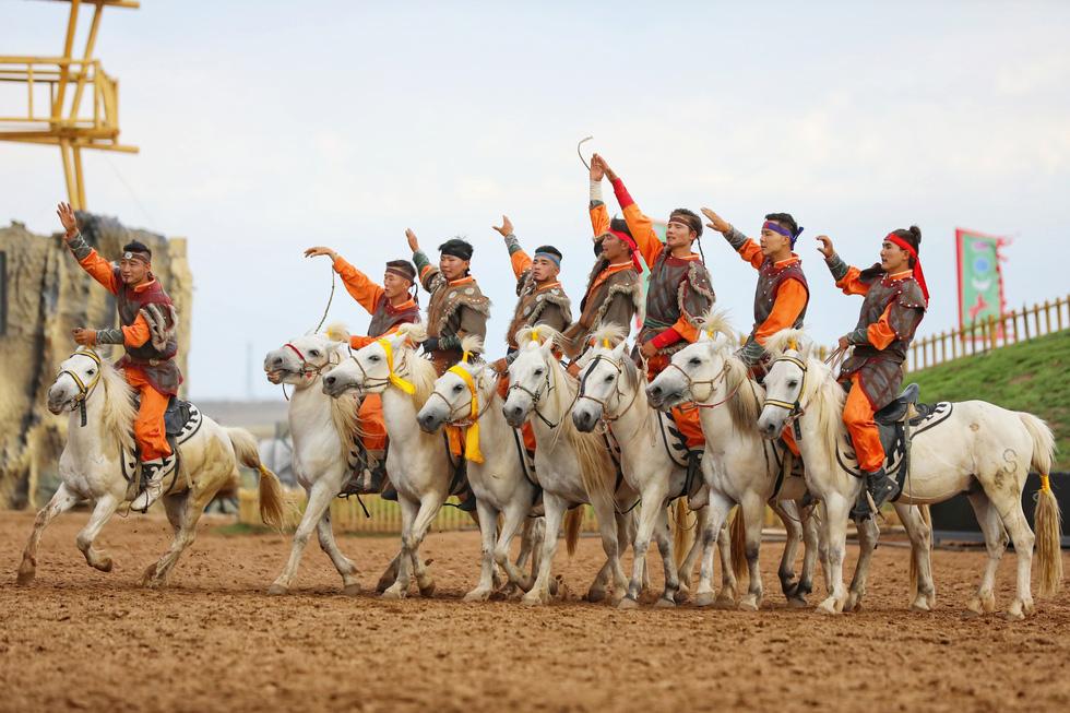 Thưởng thức tuyệt kỹ trên lưng ngựa của anh hào nữ kiệt Nội Mông - Ảnh 16.