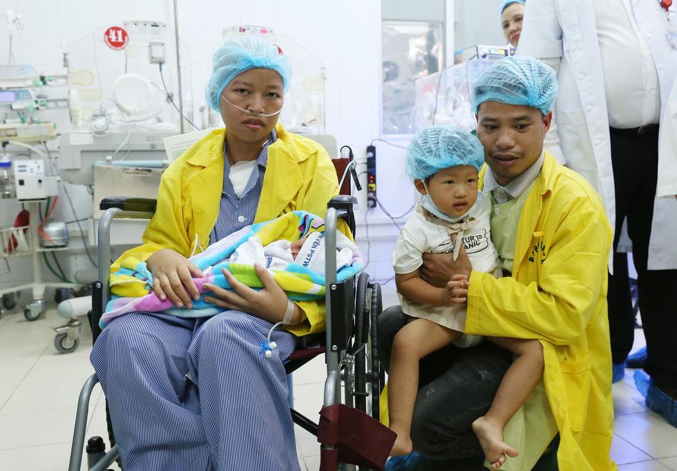 Người mẹ ung thư gặp con: Mẹ cháu đã chờ giây phút này rất lâu rồi - Ảnh 3.