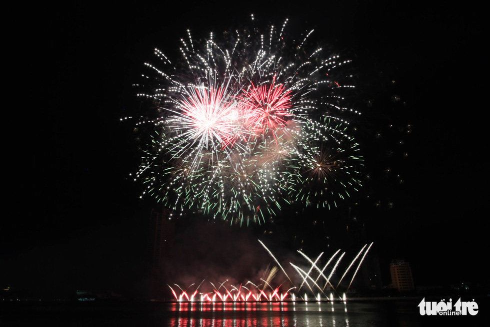 Đội pháo hoa Phần Lan và Ý vẽ tình yêu lung linh trên sông Hàn - Ảnh 5.