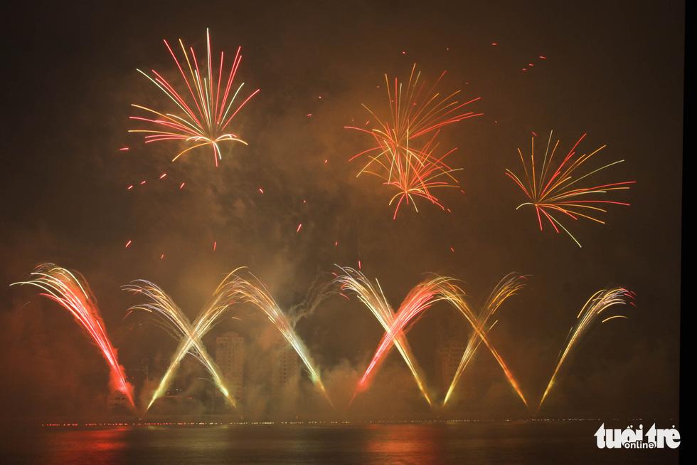 Đội pháo hoa Phần Lan và Ý vẽ tình yêu lung linh trên sông Hàn - Ảnh 9.