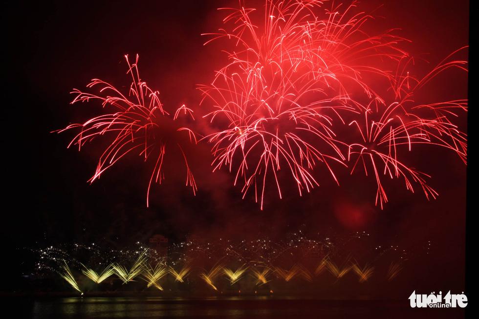 Đội pháo hoa Phần Lan và Ý vẽ tình yêu lung linh trên sông Hàn - Ảnh 10.