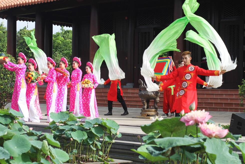 Rực rỡ lễ giỗ Đức Lễ Thành Hầu Nguyễn Hữu Cảnh - Ảnh 1.