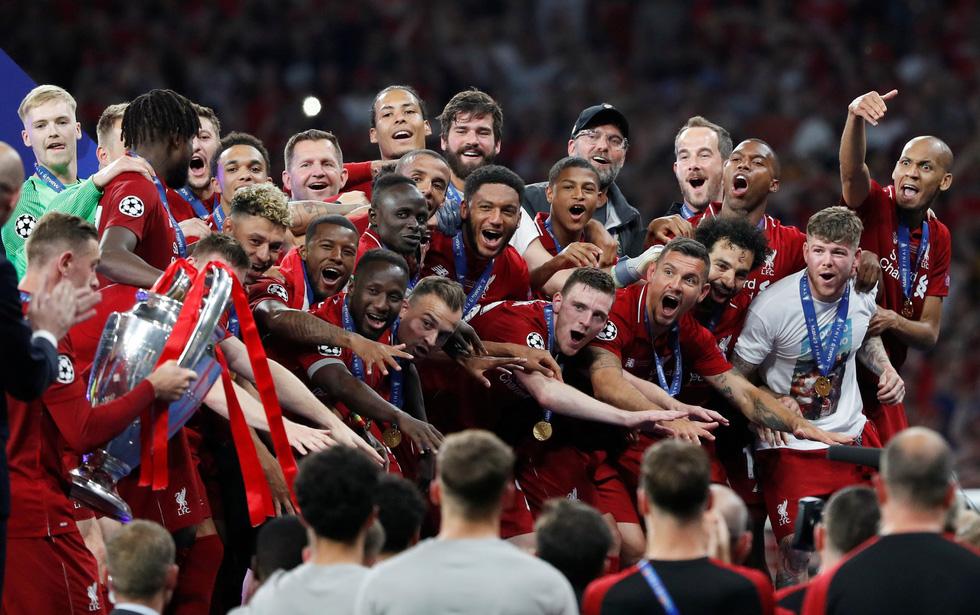 Liverpool tưng bừng ăn mừng chức vô địch Champions League - Ảnh 8.