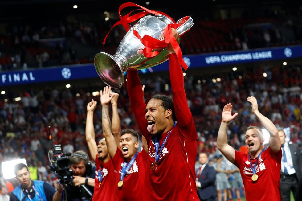 Liverpool tưng bừng ăn mừng chức vô địch Champions League - Ảnh 12.
