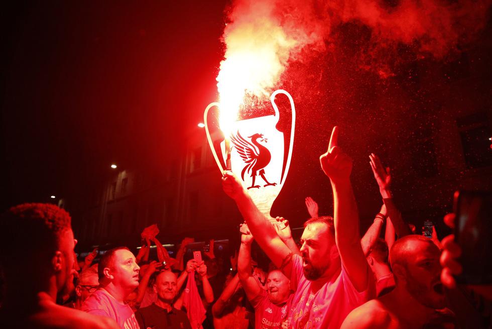 Liverpool tưng bừng ăn mừng chức vô địch Champions League - Ảnh 16.