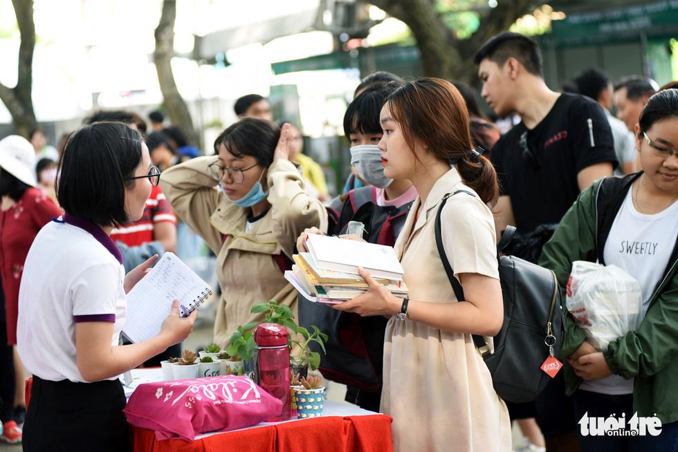 Đổi sách cũ lấy cây xanh tại Ngày hội môi trường TP.HCM - Ảnh 11.