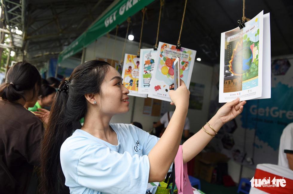 Đổi sách cũ lấy cây xanh tại Ngày hội môi trường TP.HCM - Ảnh 15.