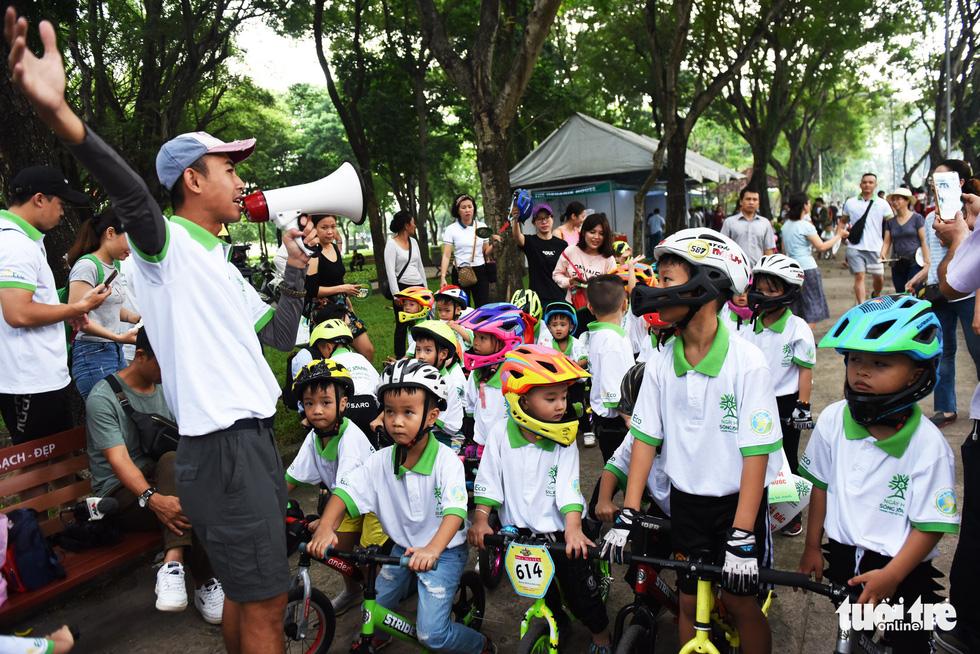 Đổi sách cũ lấy cây xanh tại Ngày hội môi trường TP.HCM - Ảnh 16.