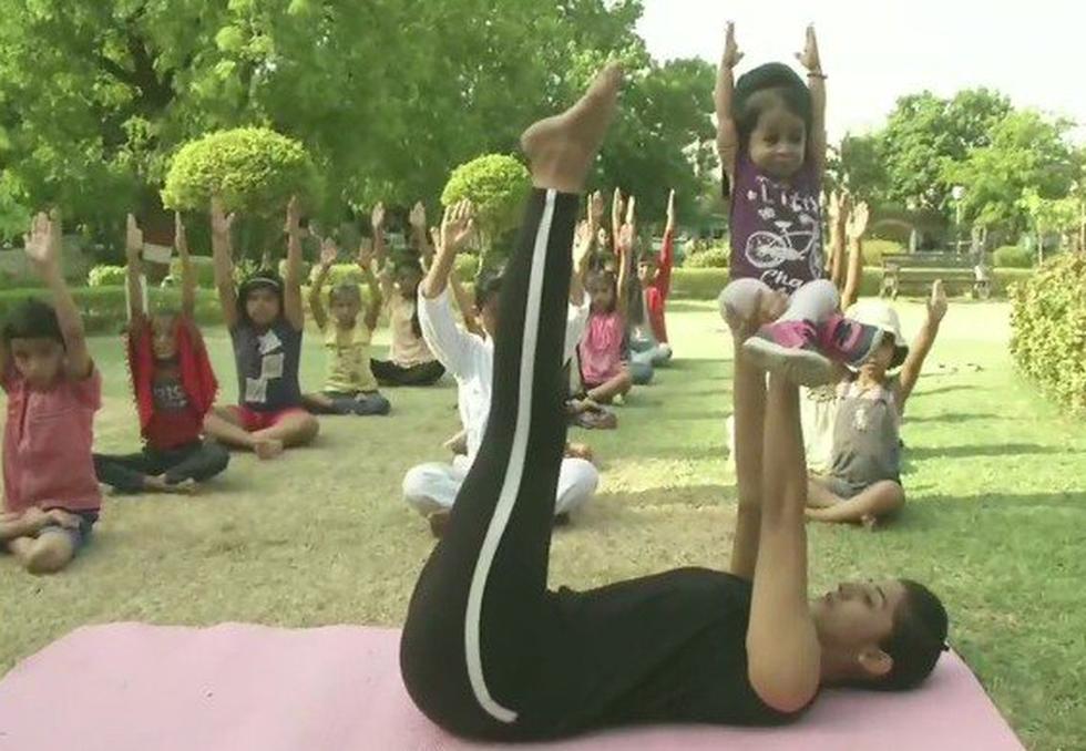 Tập yoga khắp nơi trên địa cầu chào mừng Ngày quốc tế yoga - Ảnh 3.