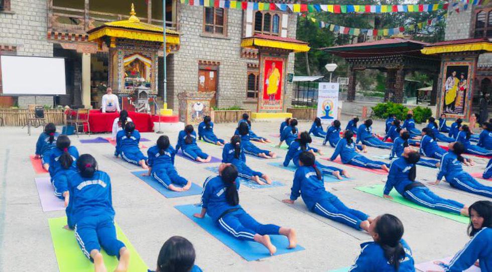 Tập yoga khắp nơi trên địa cầu chào mừng Ngày quốc tế yoga - Ảnh 10.